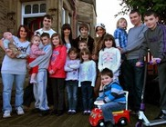 Nagy-Britannia legnépesebb családja: úton a 17. gyermek