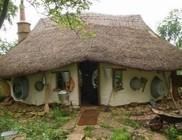 A világ legolcsóbb kunyhóját építette meg egy angol férfi