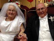 Az egész város az idős pár esküvőjén munkálkodott