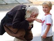 A 99 éves jótevő az utcán összegyűjtött pénzét mások megsegítésére áldozza