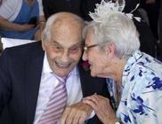 103 évesen vette el 91 éves menyasszonyát az idős úr