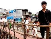 17 éves fiú épített hidat a kisikolásoknak