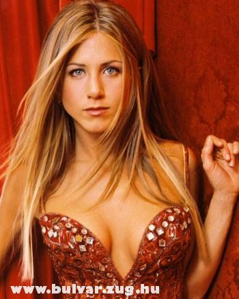 Jennifer Aniston fürdõruciban