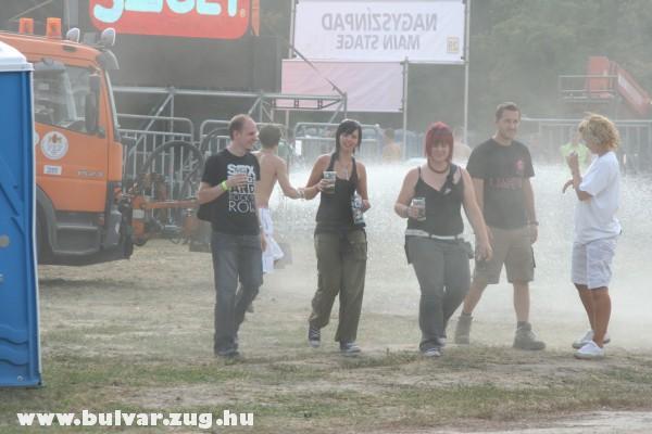 Meleg ellen locsolókocsi a Sziget 2009-en