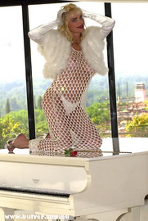 Ciccolina háló ruhában!
