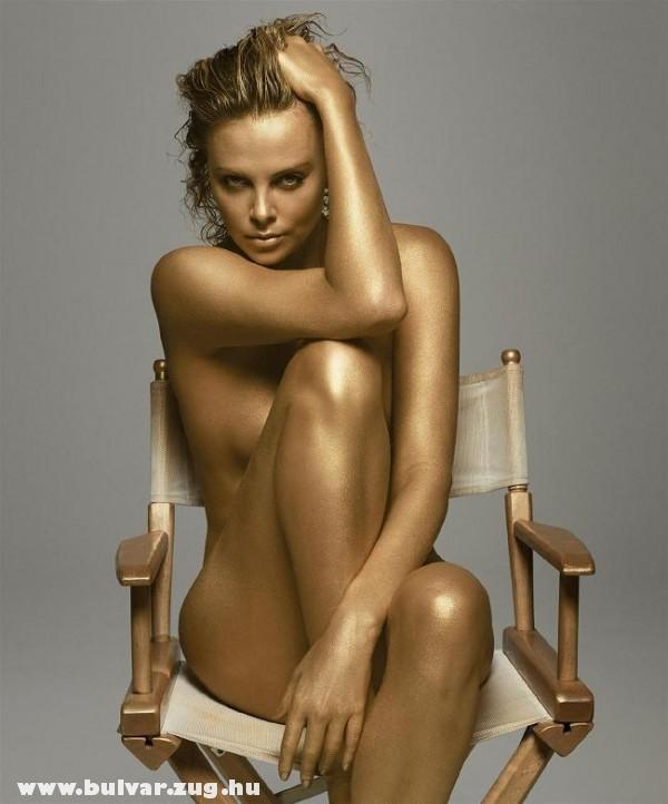 Charlize Theron meztelenül