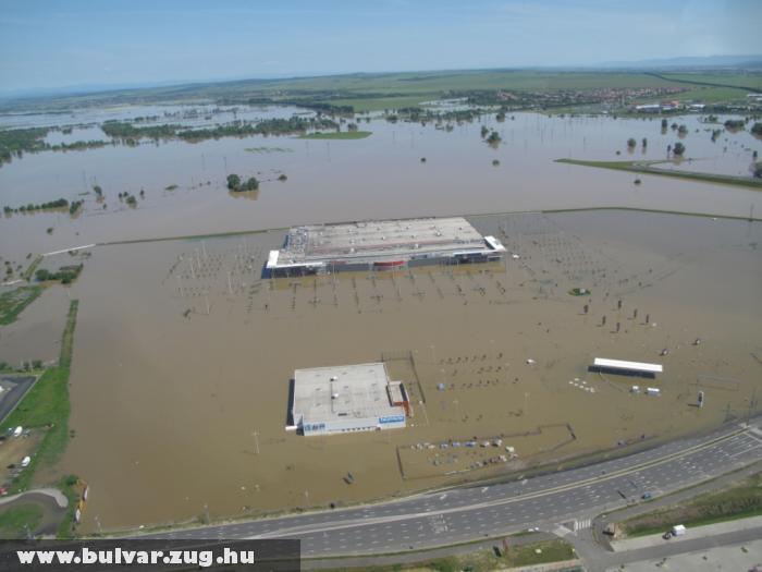 Az Auchan víz alatt