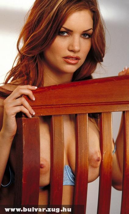 Mellbimbók a széken
