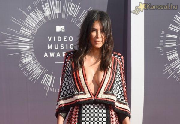 Az MTV Video Music Awardson sem szégyenlősködött Kim Kardshian