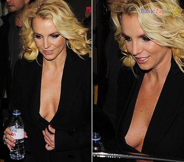 Britney Spears merész dekoltázsa