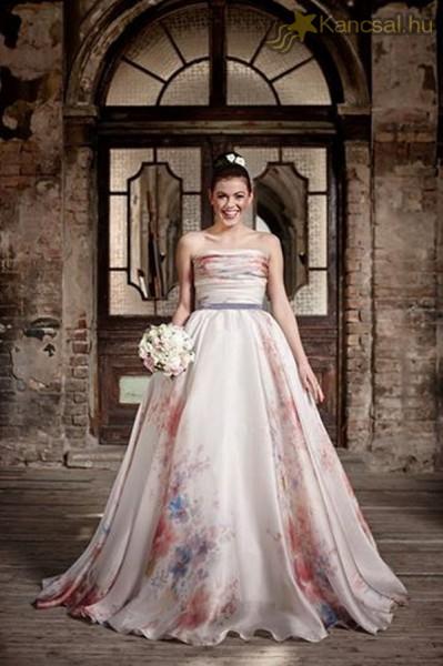 Csobot Adél menyasszonyként