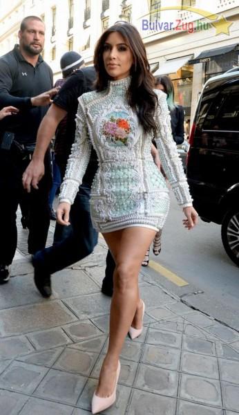 Ezt a ruhát viselte lánybúcsúján Kim Kardashian