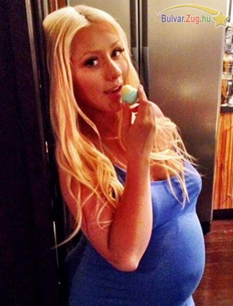 Megmutatta gömbölyödő pocakját Christina Aguilera