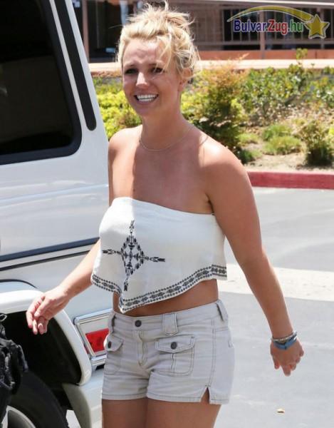 Nem túl praktikus felsőt választott Britney Spears