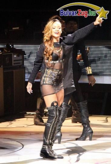 Rihanna extravagáns szerelésben