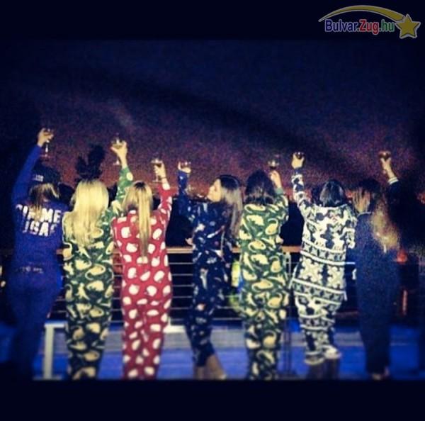Selena Gomez pizsama partival búcsúztatta az óévet
