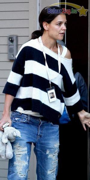 Slamposan felöltözve vitte kislányát iskolába Katie Holmes