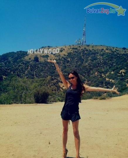Victoria Beckham még túrázni is magassarkúba megy