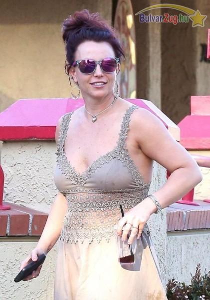 Vörös hajra váltott Britney Spears