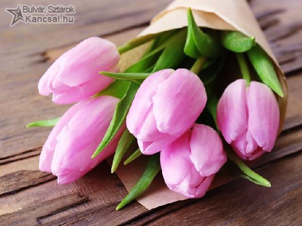 Tulipáncsokor Anyák napjára