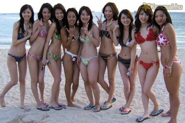 Bikinis modellek 27