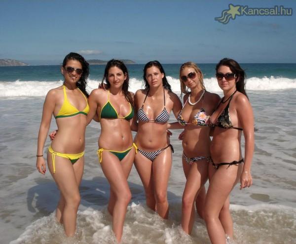 Bikinis modellek 28