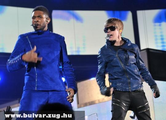 Justin Bieber és Usher a Grammy díjátadón