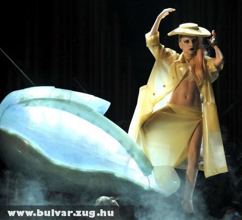 Lady Gaga szexi fátyolban