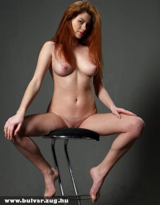 Vörös a széken