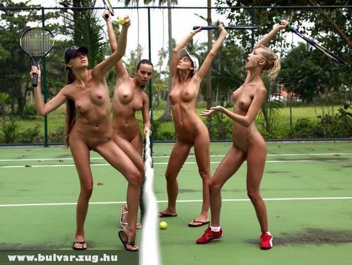 Lányok a teniszpályán