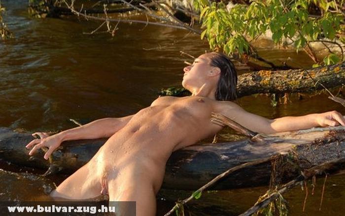 Fenn a víz tetején