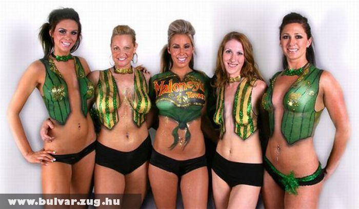 Testfestett lányok