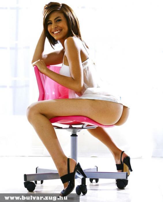 Pózolás a pink széken