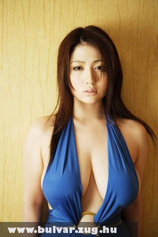 Kékruhás japán lány