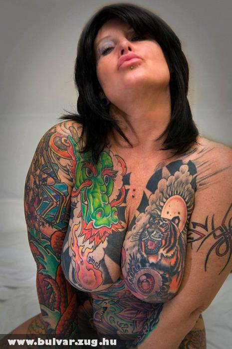 Tetovált cicik