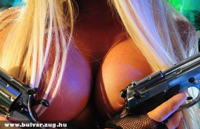 Fegyverek és cicik