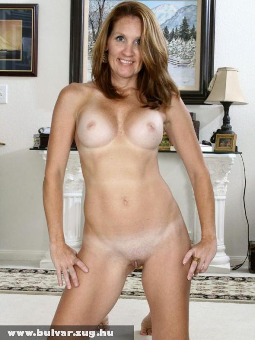 Anyuka meztelenül