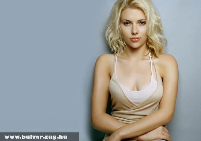 Scarlett Johansson lenge öltözékben