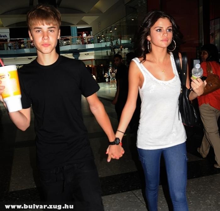 Justin Bieber és barátnõje