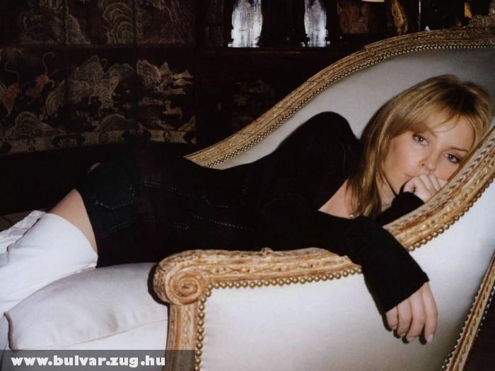 Kylie Minogue a fotelben