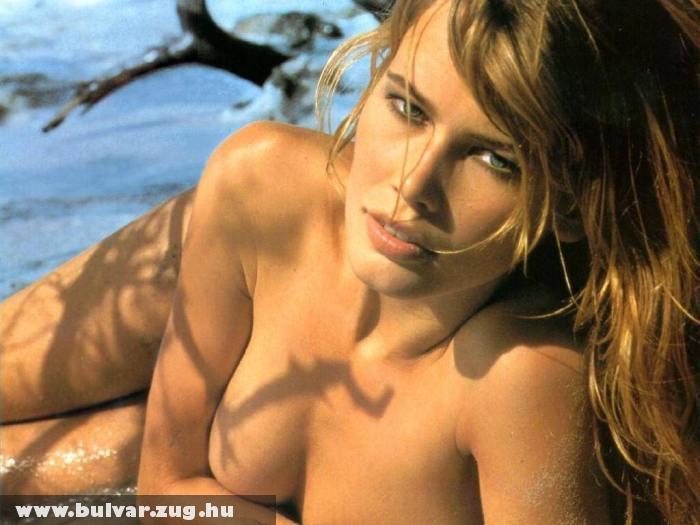 Claudia Schiffer ruha nélkül