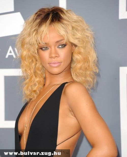 Rihanna a Grammy 2012-es átadón - giga-szexi