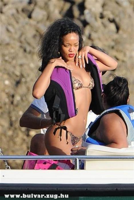 Falatnyi fürdõruhában indul búvárkodni Rihanna