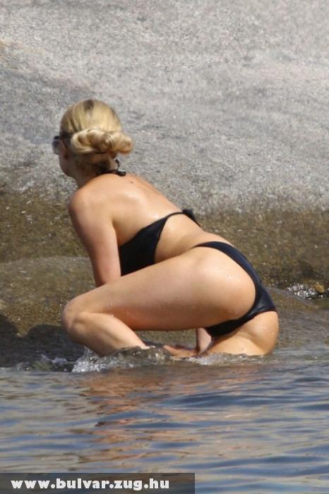 Paris Hilton tangás popsija