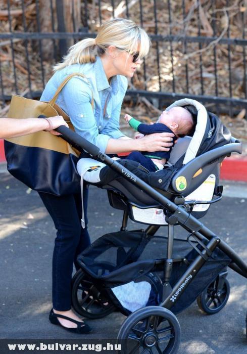 Megmutatta kisbabáját Reese Witherspoon