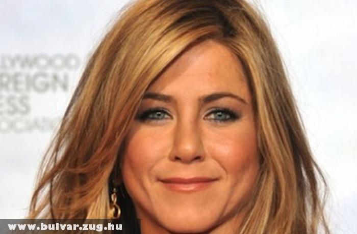 Jennifer Aniston Hawaii-n megy férjhez?