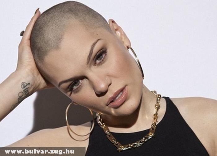 Leborotválta fejét Jessie J
