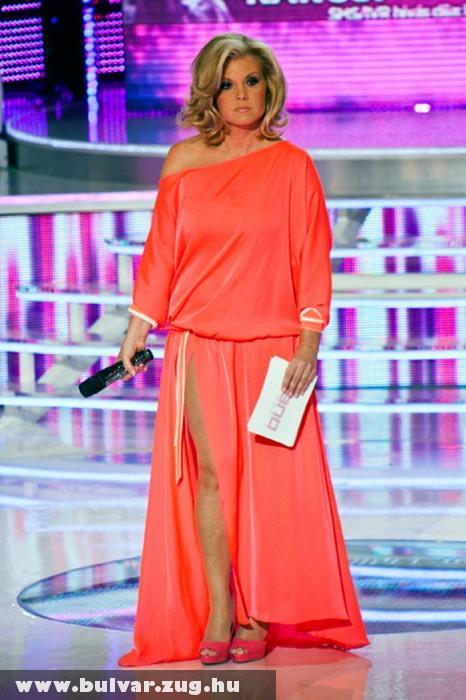 Nagy sikert aratott Liptai Claudia a felskiccelt ruhában