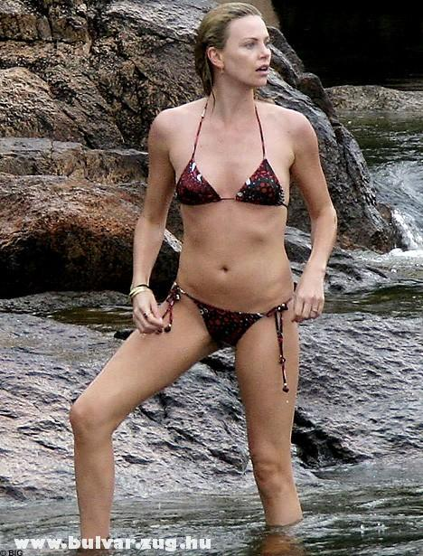 Charliza Theron bikiniben