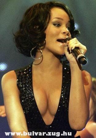 Rihanna cickói